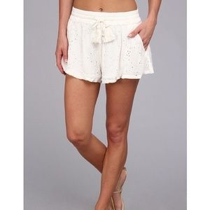 🌿Free People Eyelet White Lace Shorts Size M🌿
